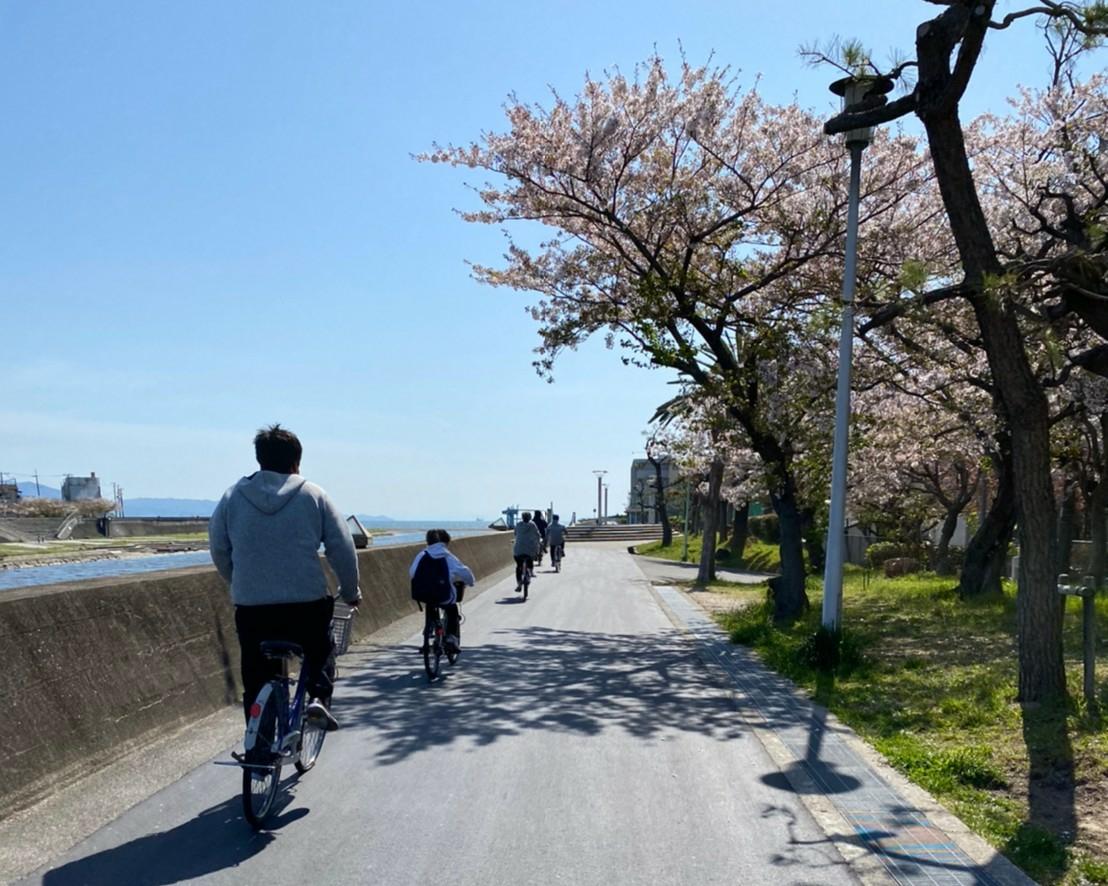 サイクリング、明石川を南下中。